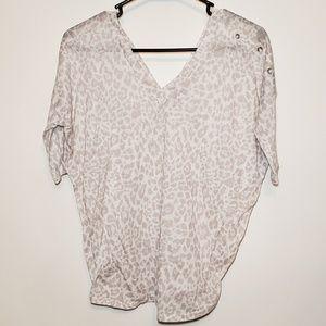 🛍Express women's v neck short sleeve top size XS